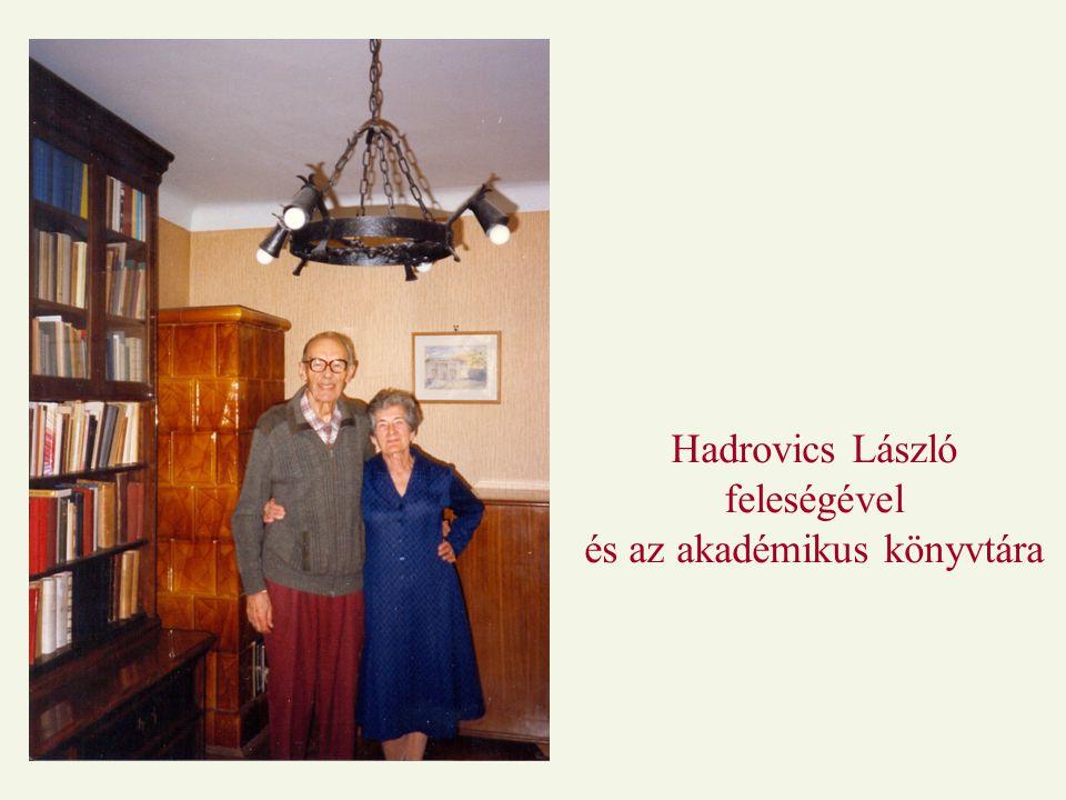 Hadrovics László feleségével és az akadémikus könyvtára