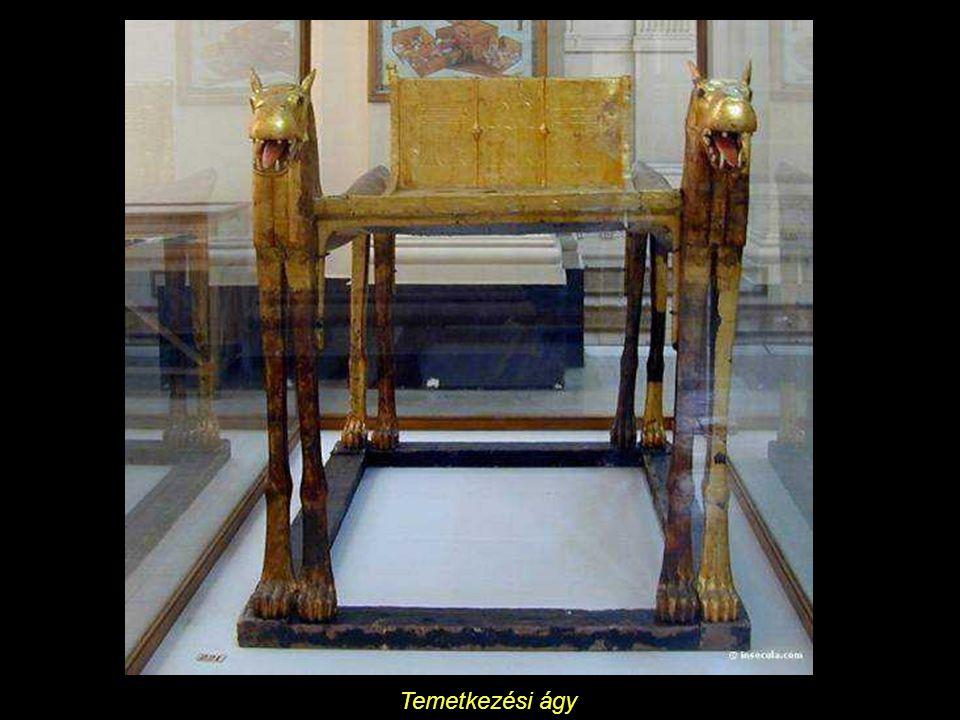A királyi szekér (aranyozott fa, elefántcsont, fa és nád)