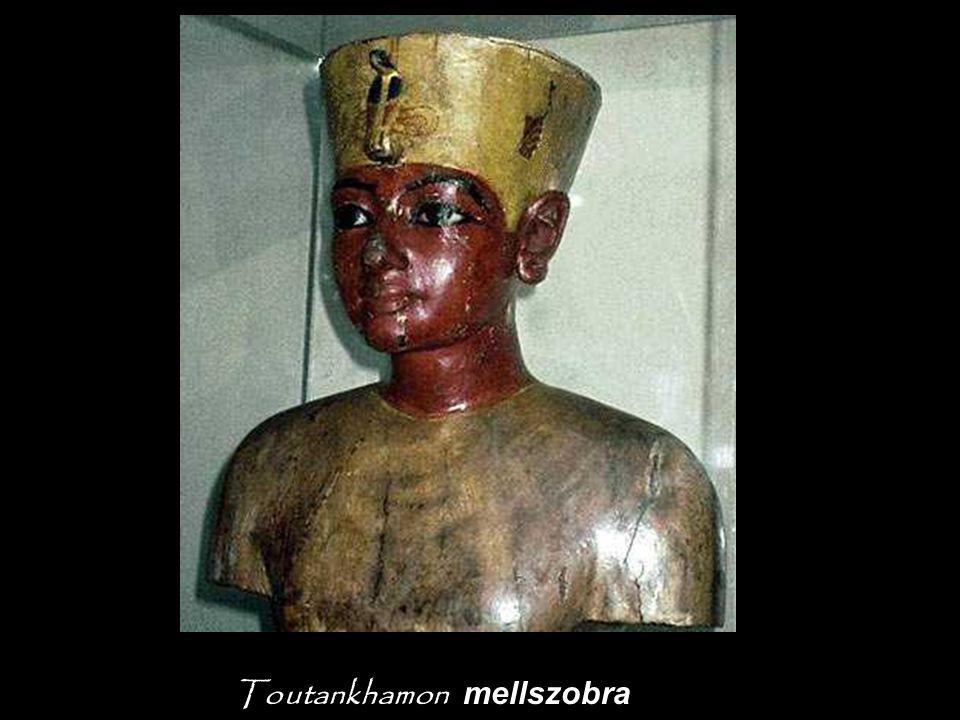 A szobrocskák helyettesítik az elhunyt király szolgáit.