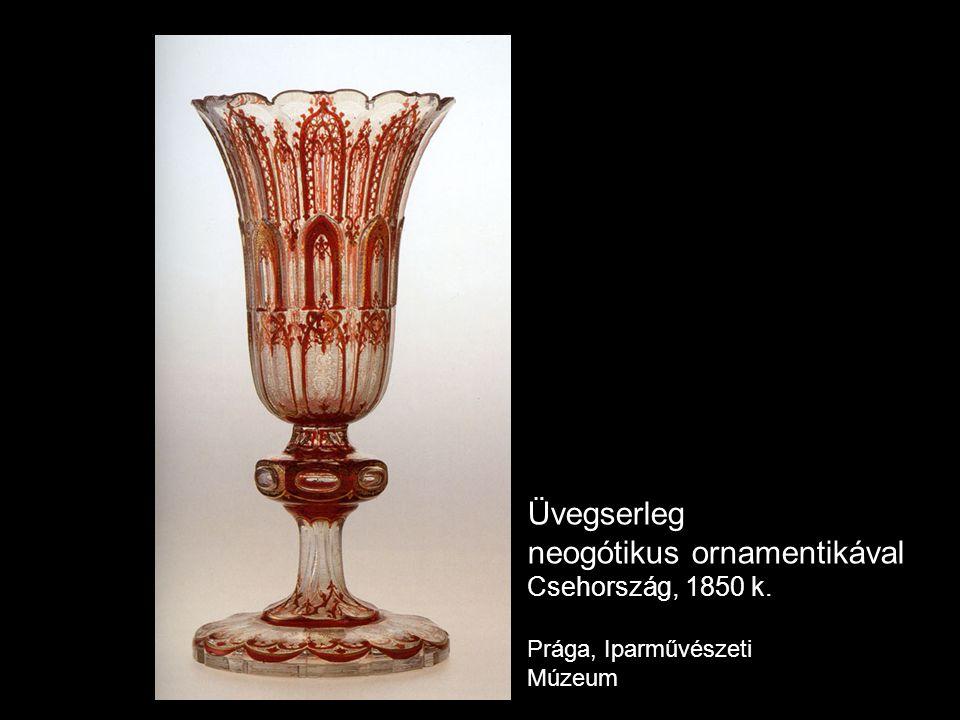 Üvegserleg neogótikus ornamentikával Csehország, 1850 k. Prága, Iparművészeti Múzeum