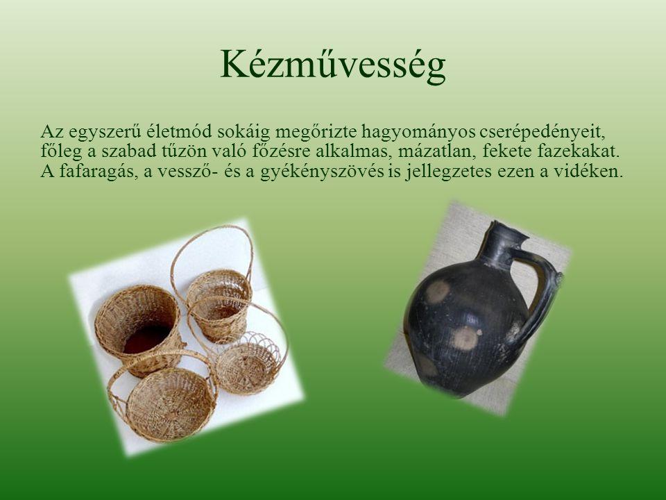 Kézművesség Az egyszerű életmód sokáig megőrizte hagyományos cserépedényeit, főleg a szabad tűzön való főzésre alkalmas, mázatlan, fekete fazekakat. A