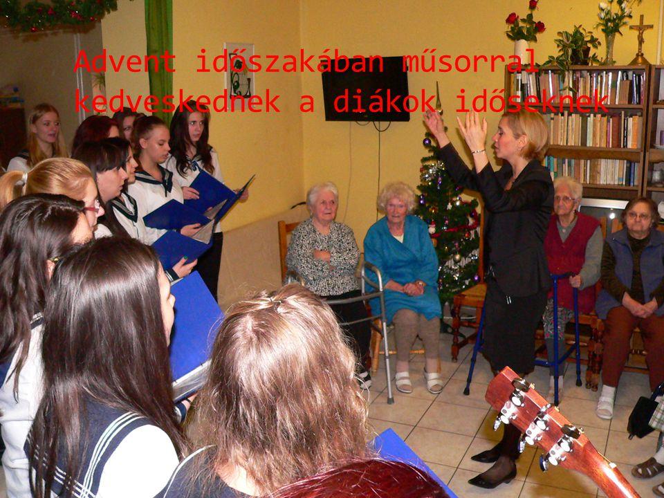 Advent időszakában műsorral kedveskednek a diákok időseknek