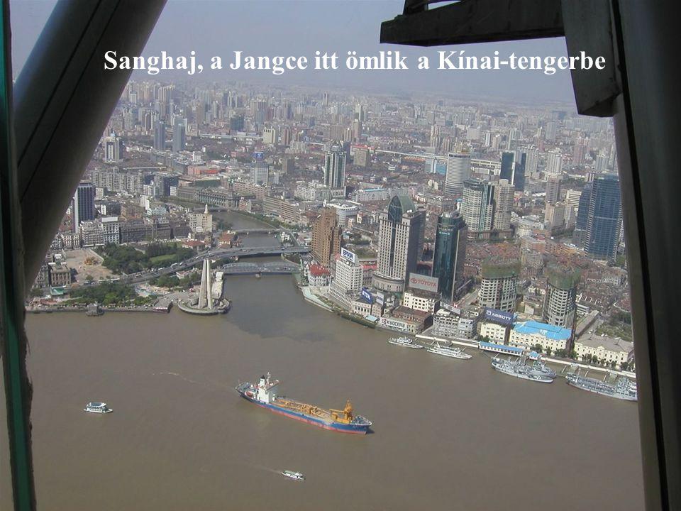 Sanghaj, a Jangce itt ömlik a Kínai-tengerbe