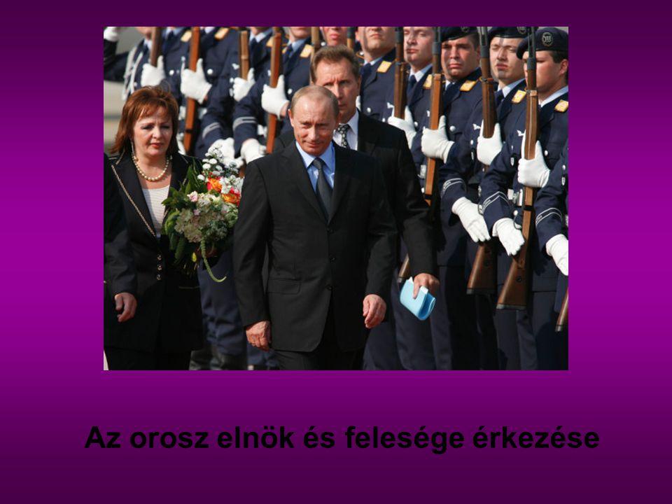 Az orosz elnök és felesége érkezése