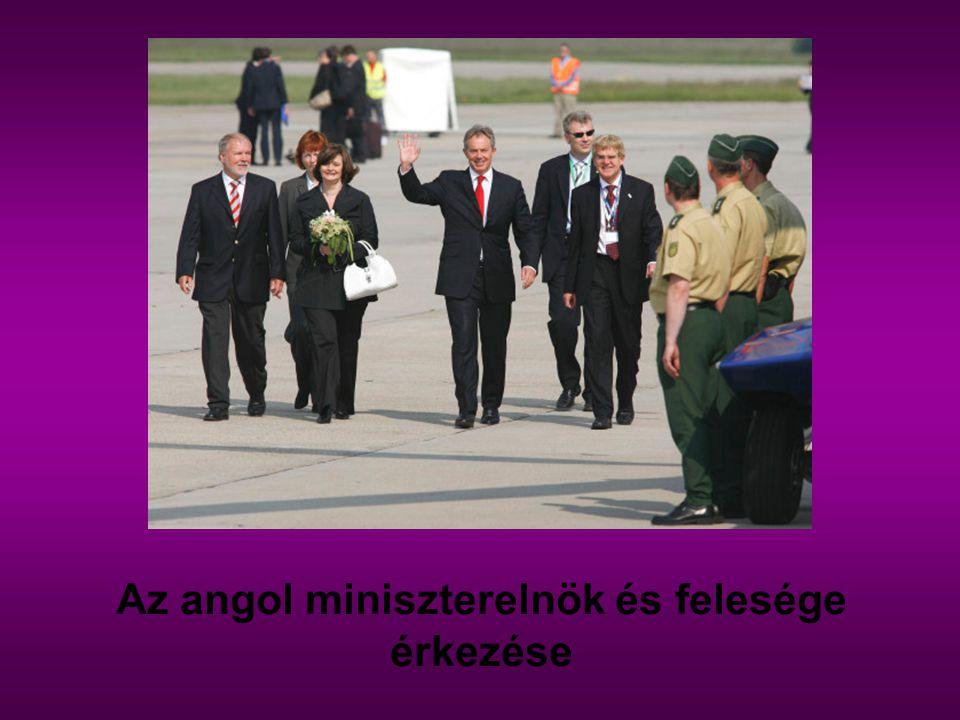 Az angol miniszterelnök és felesége érkezése