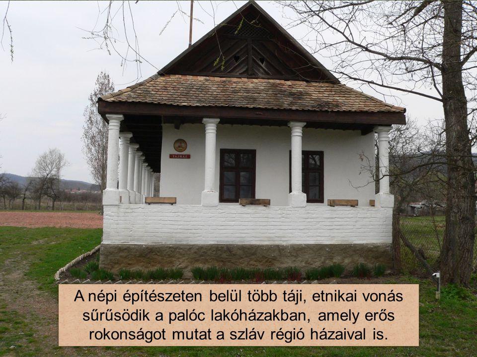 A népi építészeten belül több táji, etnikai vonás sűrűsödik a palóc lakóházakban, amely erős rokonságot mutat a szláv régió házaival is.