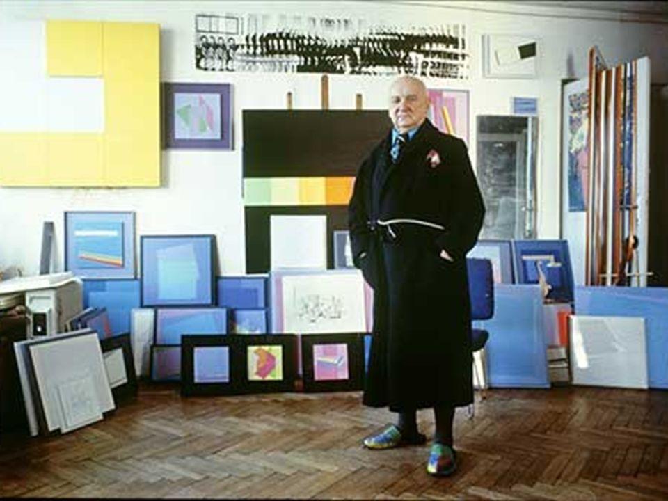 A konstruktivista stílusú képein elsősorban fekete-fehér színeket használt, majd a három alapszín, a kék, sárga piros színeket alkalmazta.