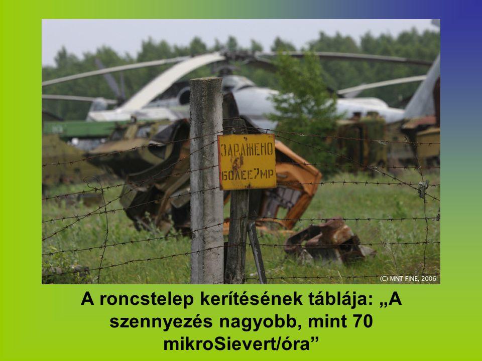 """A roncstelep kerítésének táblája: """"A szennyezés nagyobb, mint 70 mikroSievert/óra"""""""
