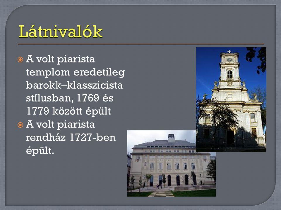  A volt piarista templom eredetileg barokk–klasszicista stílusban, 1769 és 1779 között épült  A volt piarista rendház 1727-ben épült.