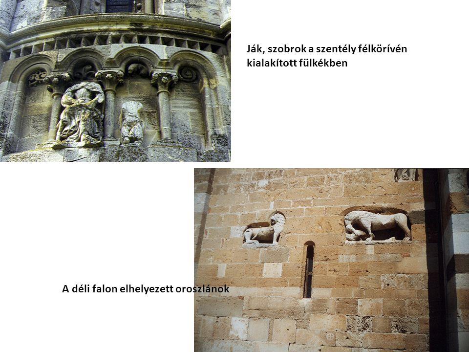 Ják, szobrok a szentély félkörívén kialakított fülkékben A déli falon elhelyezett oroszlánok