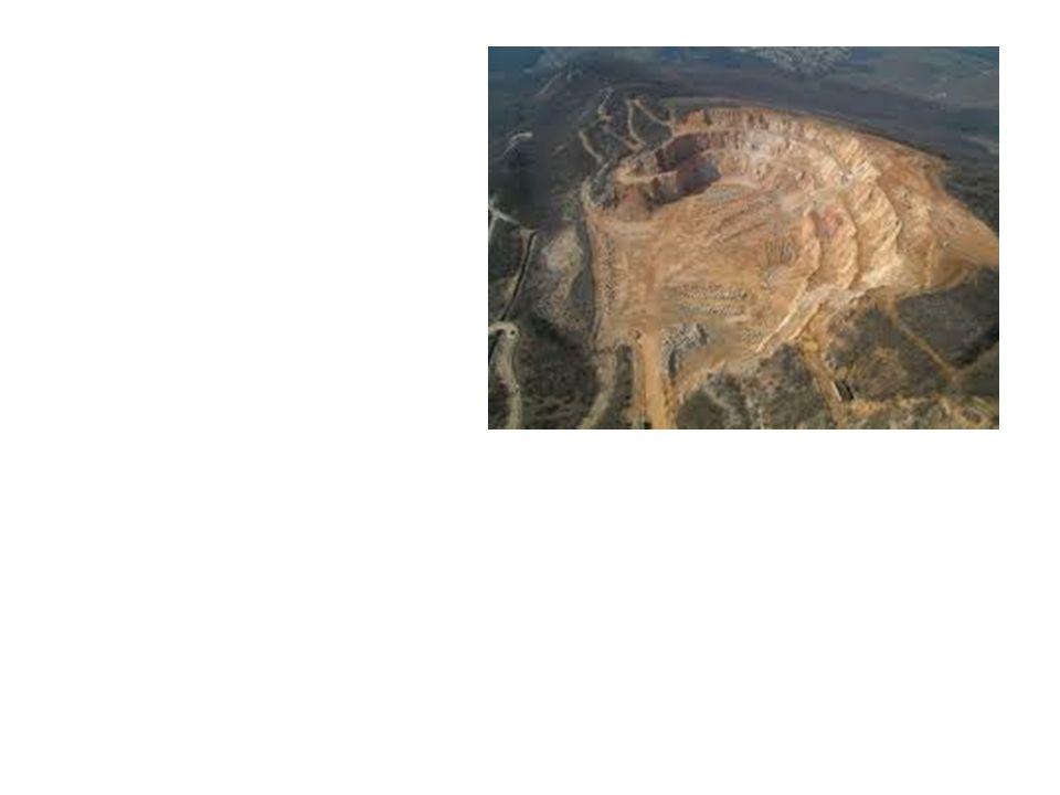 Mátra Egységes tömb a Zagyva és a Tarna között Kékes 1014m, Galyatető 964m 16-14 M Hidrotermális ércei – Recsk, Gyöngyösoroszi Ásványvizei (Parád csevice) mutatják D - Mátraalja – pannon üledék, lignit É - Mátralába – dombság, barnaszén É-ra Salgótarjáni-medence bazalt vulkánosság – Salgó, Somoskő