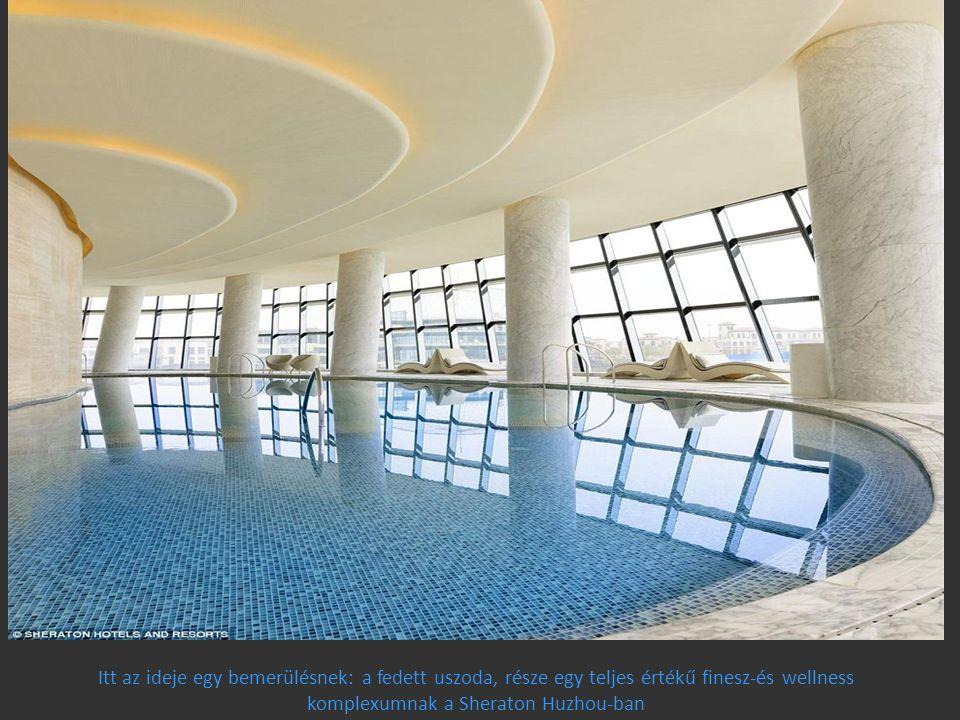 Itt az ideje egy bemerülésnek: a fedett uszoda, része egy teljes értékű finesz-és wellness komplexumnak a Sheraton Huzhou-ban