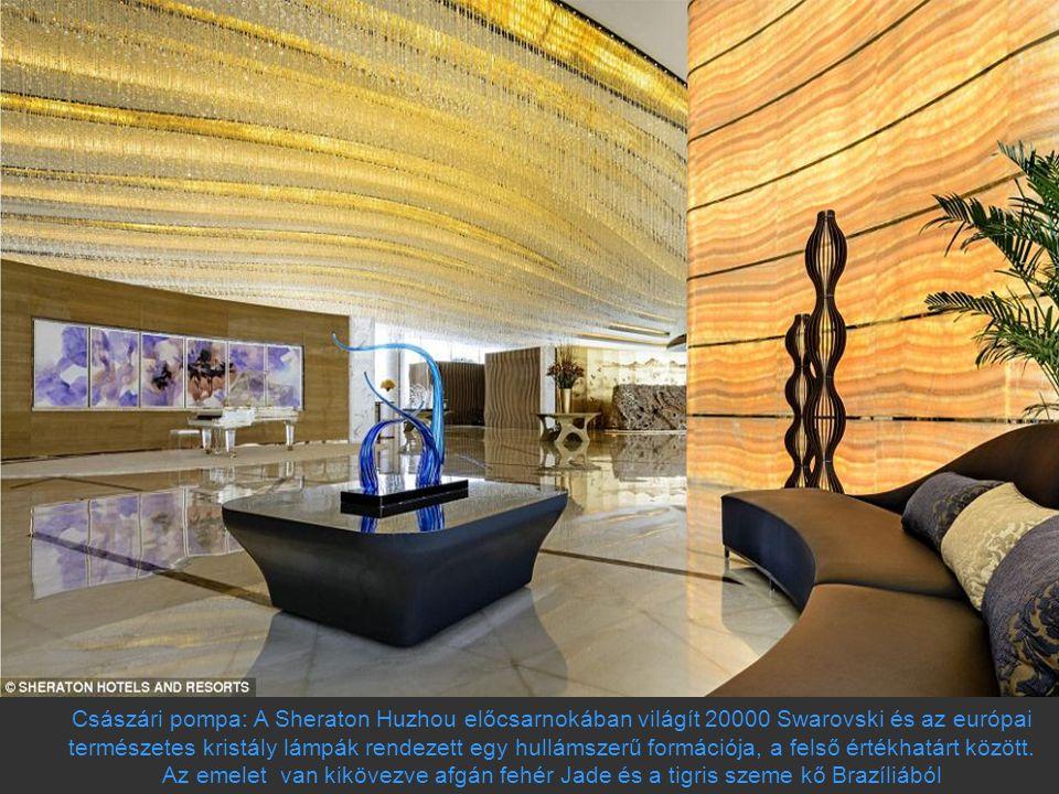 Császári pompa: A Sheraton Huzhou előcsarnokában világít 20000 Swarovski és az európai természetes kristály lámpák rendezett egy hullámszerű formációj