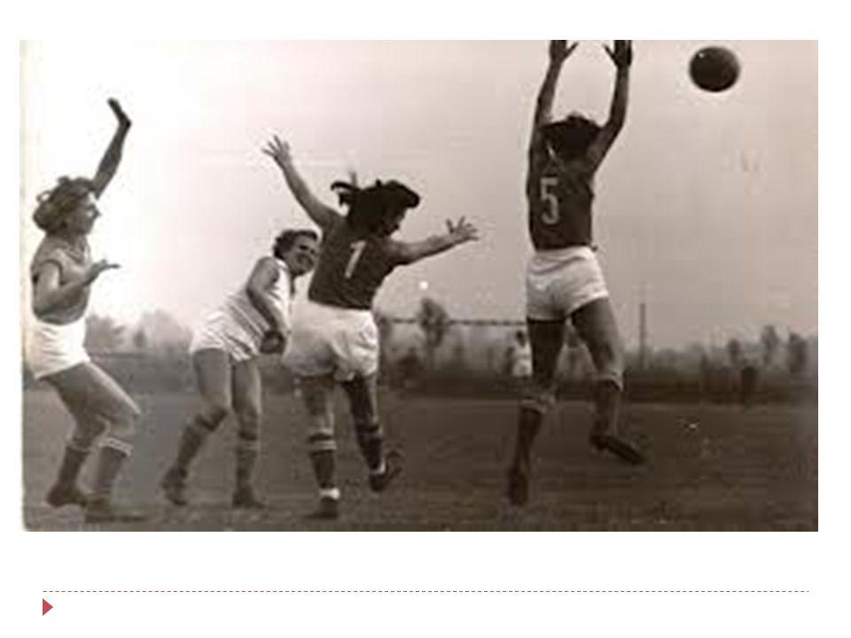 A kézilabdázás története - teremkézilabda  1935 teremkézilabda: Svédország-Dánia 18:12 1938 Berlin: első VB  1946.