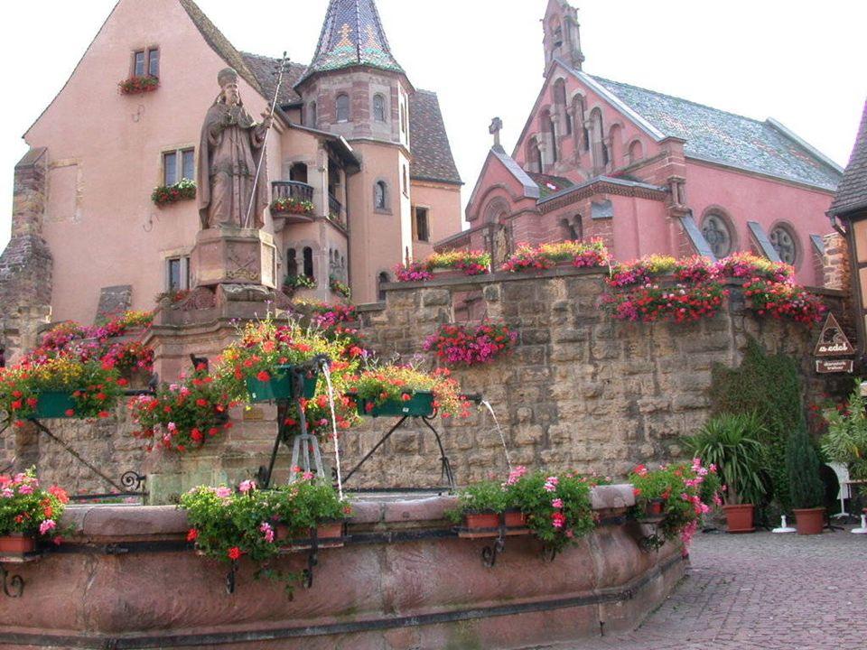 EGUISHEIM Eguisheim római település a negyedik században alakult ki, amikor Elzászban ugrás-szerűen kialakult a szőlőművelés. Elzász harmadik hercegén