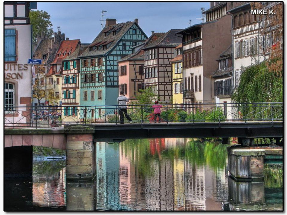 """STRASSBURG A Kis Franciaország """"A Kis Franciaország"""" egy nagyon kedves és bájos terület, csatornákkal, jellegzetes, múlt századbeli házakkal. Ezen a t"""