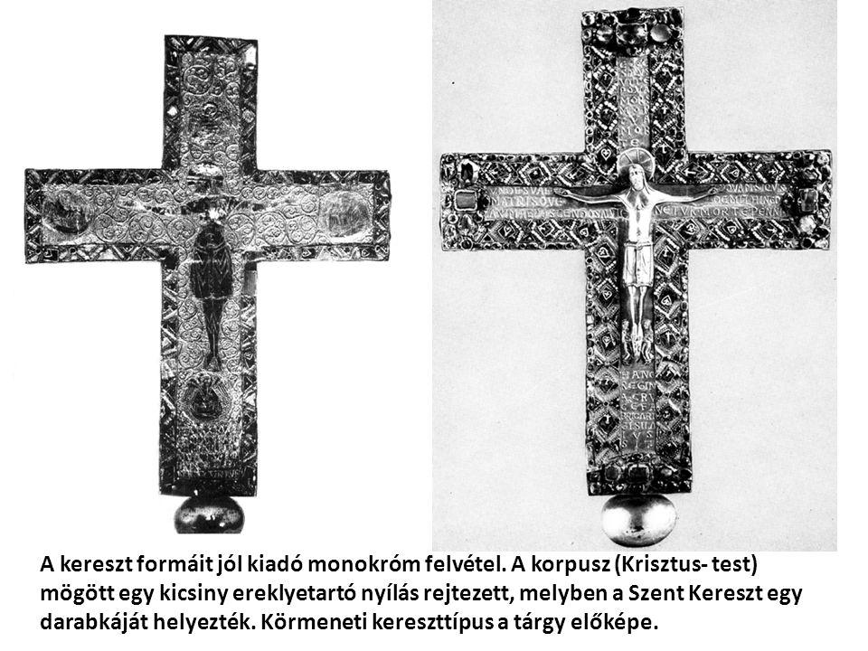 A kereszt formáit jól kiadó monokróm felvétel. A korpusz (Krisztus- test) mögött egy kicsiny ereklyetartó nyílás rejtezett, melyben a Szent Kereszt eg