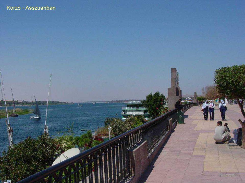 Faragás közben abbahagyott Obeliszk Asszuánban