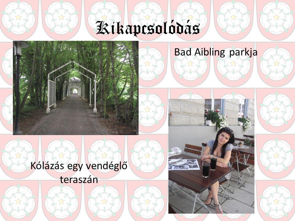 Kikapcsolódás Bad Aibling parkja Kólázás egy vendéglő teraszán