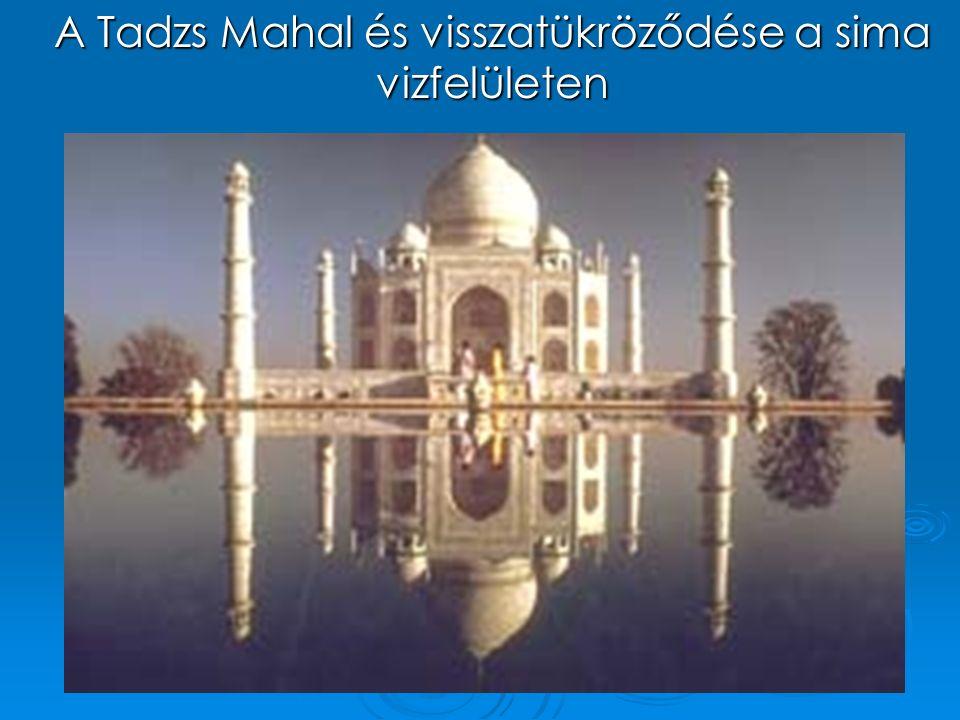 A Tadzs Mahal és visszatükröződése a sima vizfelületen