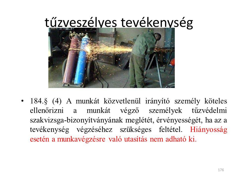 184.§ (4) A munkát közvetlenül irányító személy köteles ellenőrizni a munkát végző személyek tűzvédelmi szakvizsga-bizonyítványának meglétét, érvényességét, ha az a tevékenység végzéséhez szükséges feltétel.