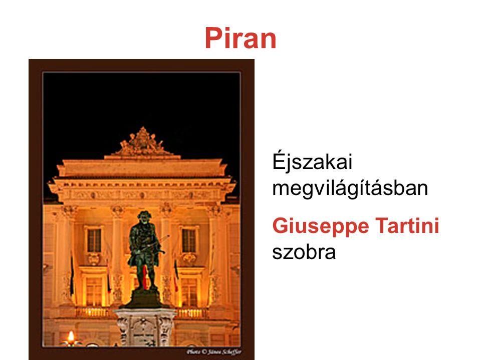 Piran Éjszakai megvilágításban Giuseppe Tartini szobra
