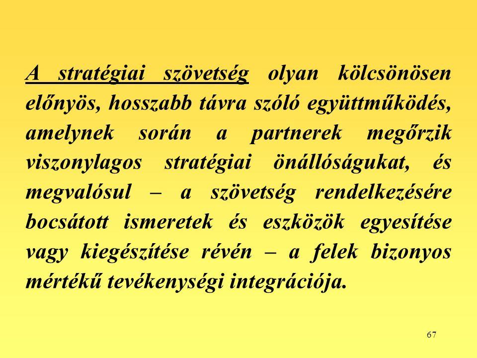 67 A stratégiai szövetség olyan kölcsönösen előnyös, hosszabb távra szóló együttműködés, amelynek során a partnerek megőrzik viszonylagos stratégiai önállóságukat, és megvalósul – a szövetség rendelkezésére bocsátott ismeretek és eszközök egyesítése vagy kiegészítése révén – a felek bizonyos mértékű tevékenységi integrációja.