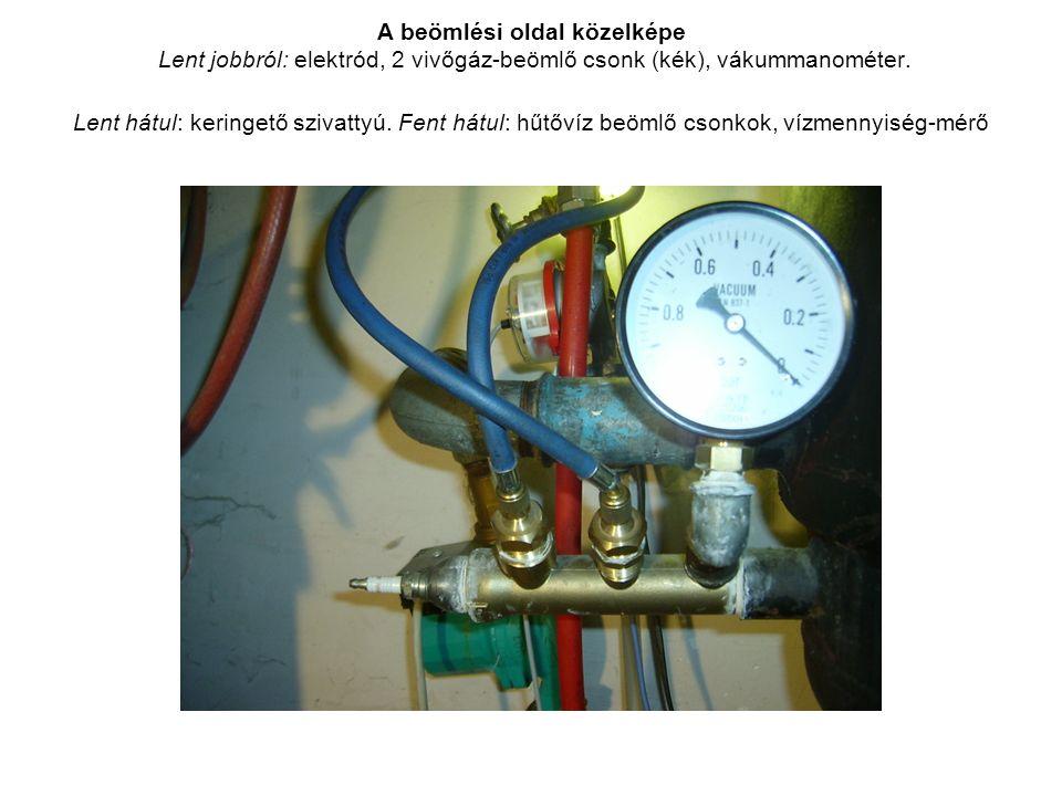 A beömlési oldal közelképe Lent jobbról: elektród, 2 vivőgáz-beömlő csonk (kék), vákummanométer.