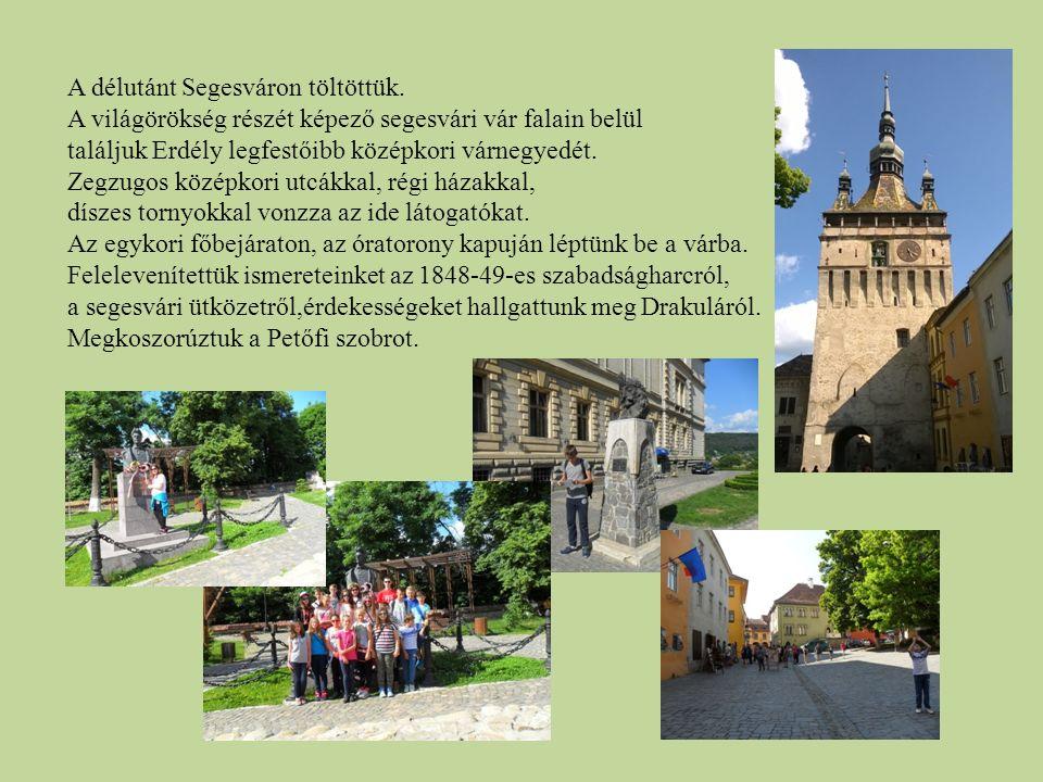 A délutánt Segesváron töltöttük. A világörökség részét képező segesvári vár falain belül találjuk Erdély legfestőibb középkori várnegyedét. Zegzugos k