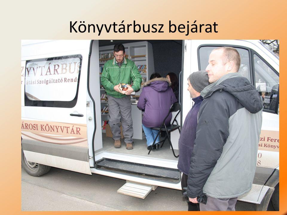 Könyvtárbusz bejárat