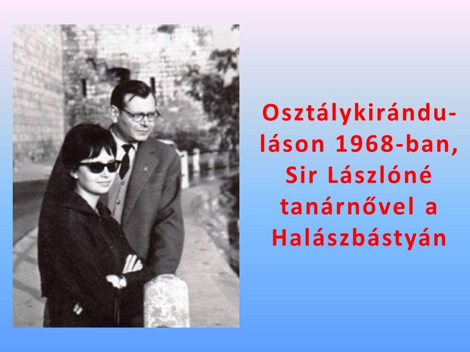 Osztálykirándu- láson 1968-ban, Sir Lászlóné tanárnővel a Halászbástyán
