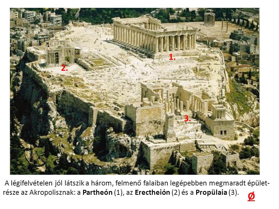 A légifelvételen jól látszik a három, felmenő falaiban legépebben megmaradt épület- része az Akropolisznak: a Partheón (1), az Erectheión (2) és a Propülaia (3).