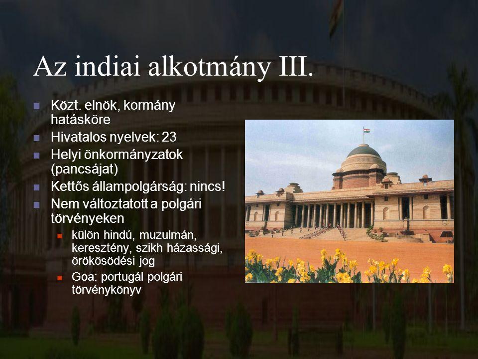 Az indiai alkotmány III. Közt. elnök, kormány hatásköre Hivatalos nyelvek: 23 Helyi önkormányzatok (pancsájat) Kettős állampolgárság: nincs! Nem válto