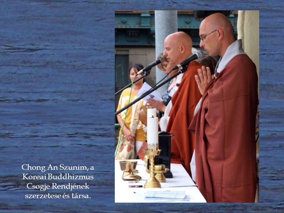 Buddhista szertartással is emlékeztek a Szevol komphajó áldozataira a Dunánál.