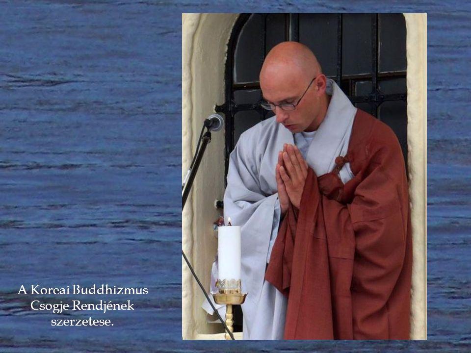 Chong An Szunim, a Koreai Buddhizmus Csogje Rendjének szerzetese és társa.
