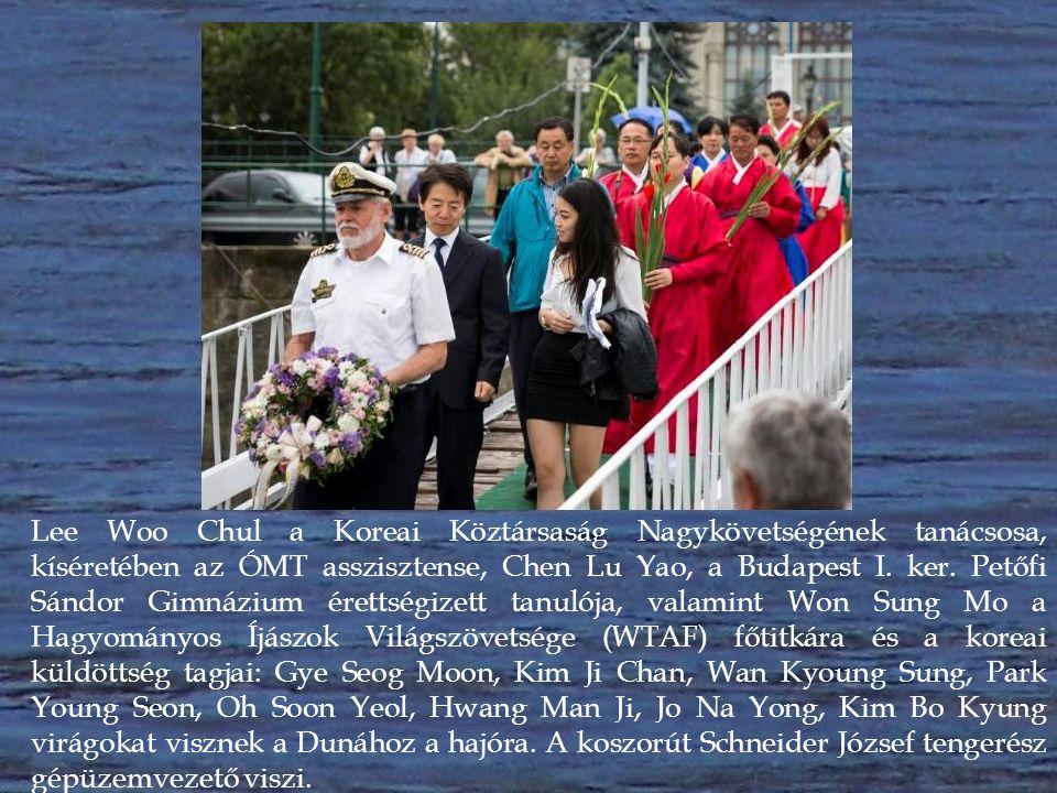Lee Woo Chul a Koreai Köztársaság Nagykövetségének tanácsosa, kíséretében az ÓMT asszisztense, Chen Lu Yao, a Budapest I.