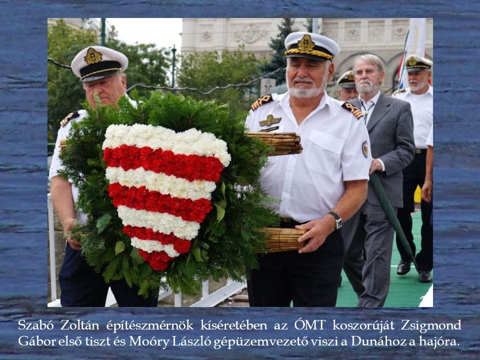 A Hagyományos Íjászok Világszövetsége (WTAF) koreai küldöttségének tagjai virágokat visznek a Dunához a hajóra.