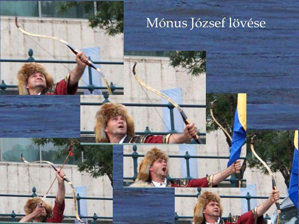 A Farkas Nemzettség és Mónus József távlövő íjász világcsúcstartó virágos nyílvesszői jelzik a koszorúzás megkezdését a hajósoknak.