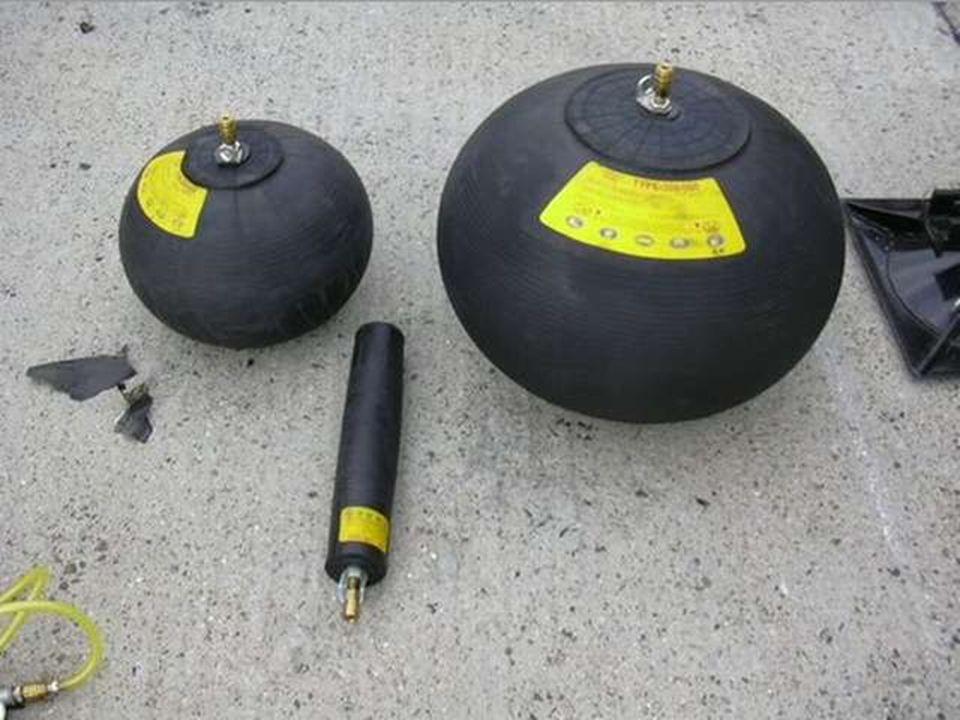 Pneumatikus emelőpárnák Kialakítása: Kialakítása:  kloropén bevonatú műrost szövet (nylon, aramid)  háromszoros acélhálóval szövik – biztonságos tágulást tesz lehetővé.(18 huzalból 90°-kal elforg)  huzal 0,18 mm átmérőjű, 2850 N/mm2 szakítószilárdságú  biztonsági tényező 9,3 szoros, repesztő nyomás 74,3 bar (középnyomásnál)  olajálló, vegyszerálló  nem lángálló, hidegben csak -40 C fokig ajánlott  kopásálló, csúszásgátló  ütésálló vezérlőegység