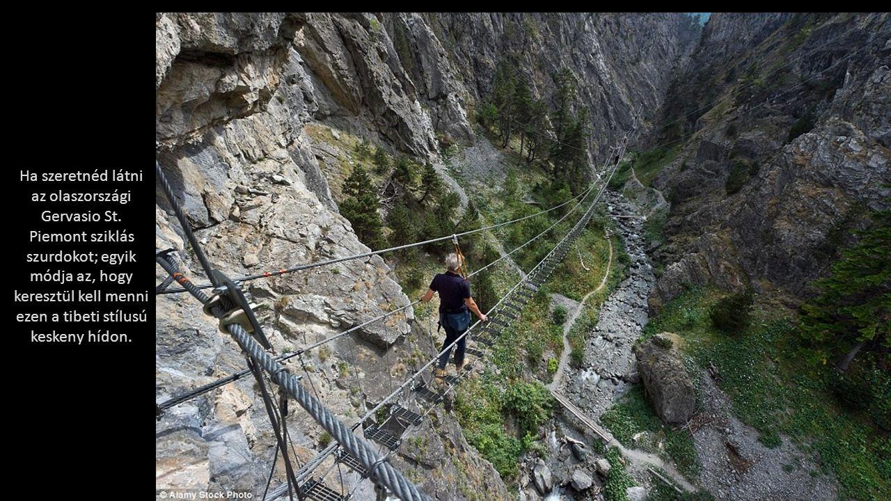 Amerika legmagasabb függőhídja a Royal Gorge függőhíd Coloradoban, 321 méterrel a föld felett.