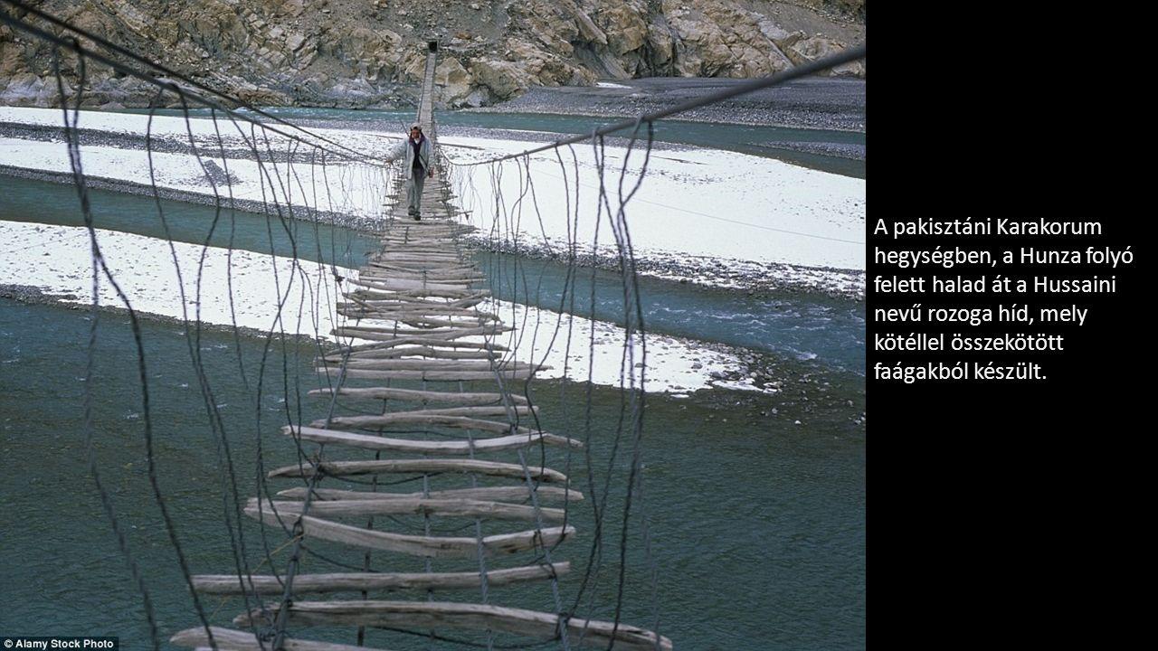 A pakisztáni Karakorum hegységben, a Hunza folyó felett halad át a Hussaini nevű rozoga híd, mely kötéllel összekötött faágakból készült.