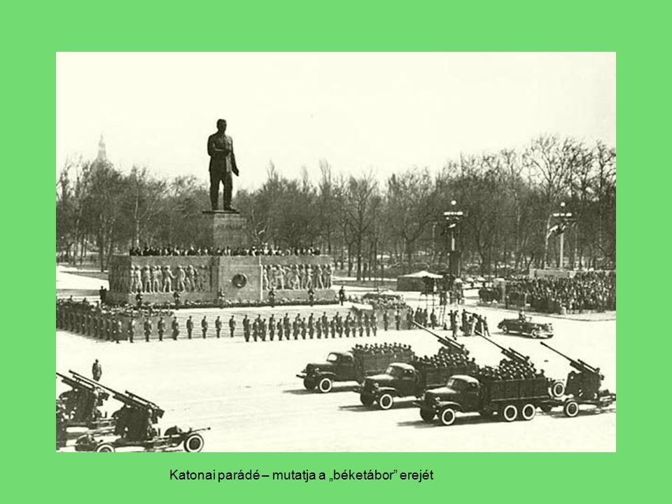 """Katonai parádé – mutatja a """"béketábor erejét"""