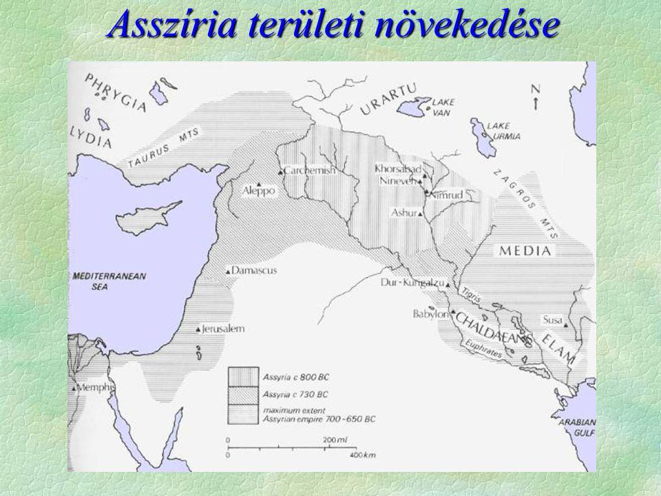 """A puszták lakói a hunok és a szkíták  Földművelő kultúráktól északra húzódik  sztyeppe övezet  nagyállattartás  """"nomadizálás  Sztyeppe keleti fele  hunok (hsziung-nu)  Kína északi szomszédja  ellenük épül a """"Nagy fal  szerény források, de rovásírás létezett  Sztyeppe nyugati fele  szkíták (turáni faj)  Kaukázustól északra éltek  méd szövetségben Asszíria ellen (626)  perzsa támadás - Dareiosz veresége  Az Alföldig terjed hatalmuk"""
