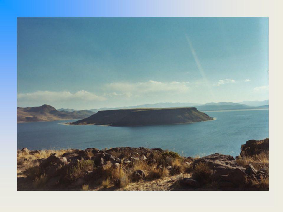 Titicaca-tó 3821 méterrel a tengerszint felett fekszik, és ezzel a világ legmagasabban fekv ő hajózható tava.