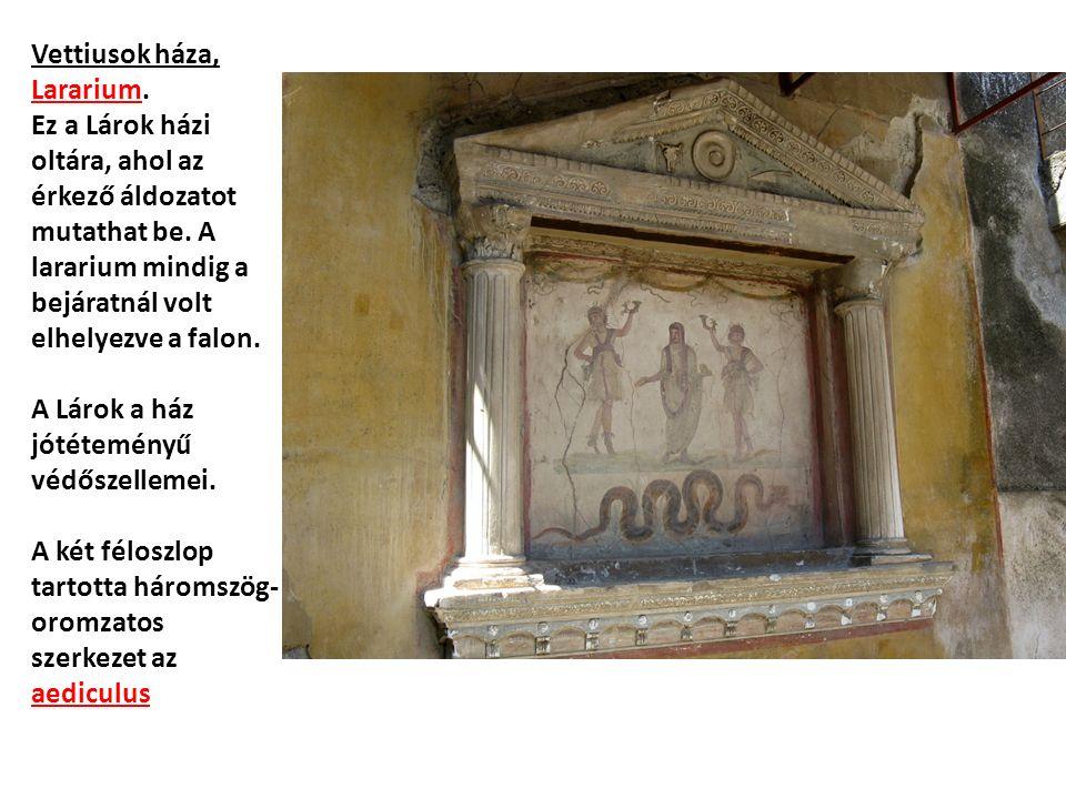 Vettiusok háza, Lararium. Ez a Lárok házi oltára, ahol az érkező áldozatot mutathat be.