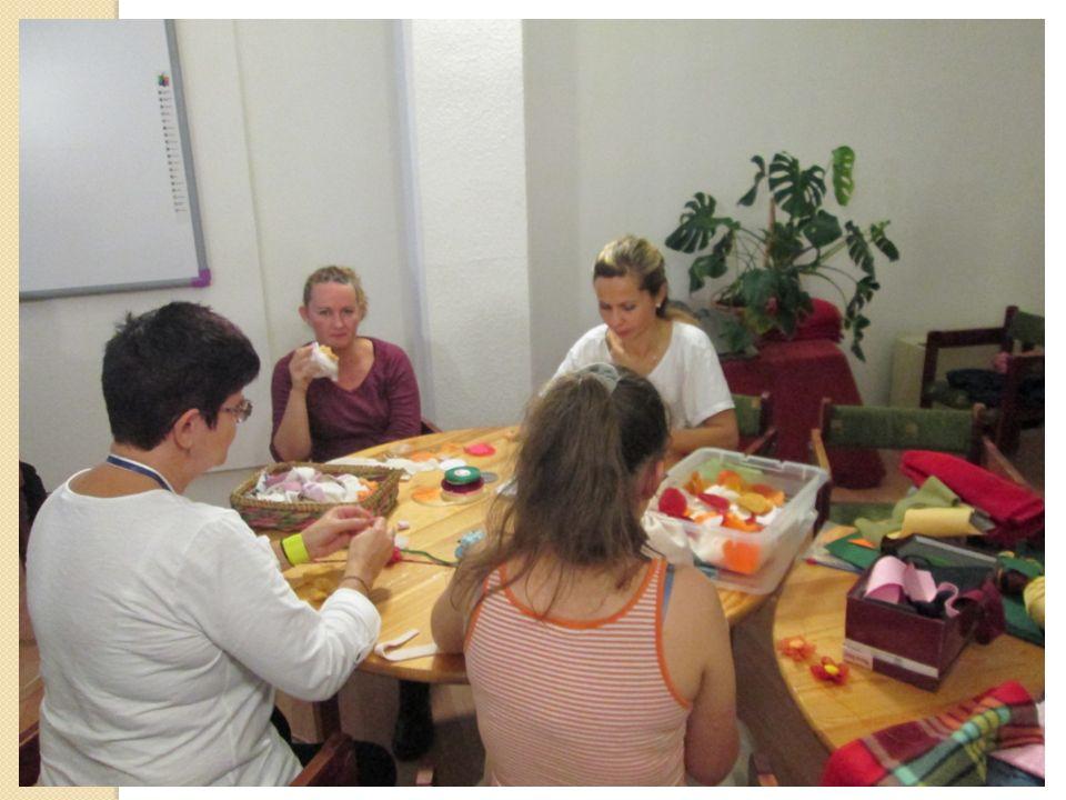 Gyárlátogatás CRESTYLE HUNGARY TEXTILIPARI Kft Az üzemlátogatással az volt a célunk, hogy a tanulóink megismerkedjenek a gyártási folyamatokkal, és a munka világából is tapasztalatokat szerezzenek.