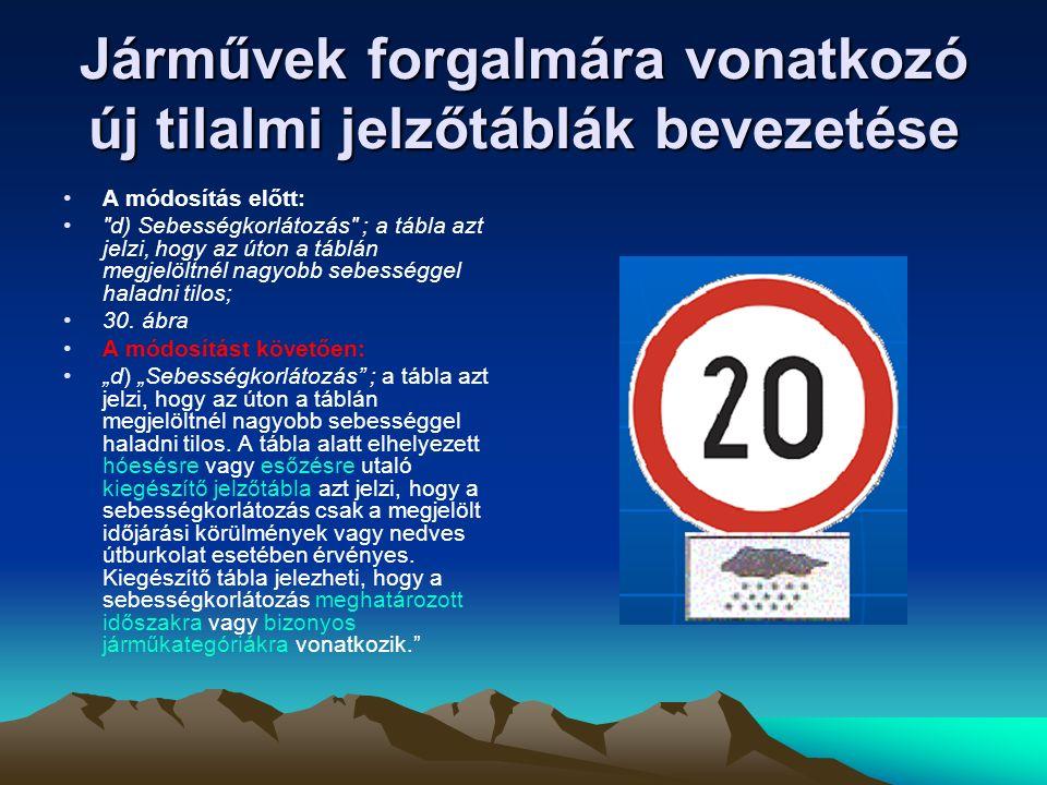 """Járművek forgalmára vonatkozó új tilalmi jelzőtáblák bevezetése A módosítás előtt: g) Tehergépkocsival előzni tilos ; a tábla azt jelzi, hogy az úton 3500 kg-ot meghaladó megengedett legnagyobb össztömegű tehergépkocsival, valamint vontatóval, mezőgazdasági vontatóval és lassú járművel előzni tilos; ez a tilalom nem vonatkozik kétkerekű motorkerékpár, segédmotoros kerékpár és kerékpár, valamint állati erővel vont jármű és kézikocsi előzésére, továbbá az úttest közepén levő vágányon haladó villamos előzésére; A módosítást követően: """"g) """"Tehergépkocsival előzni tilos ; a tábla azt jelzi, hogy az úton 3500 kilogrammot meghaladó megengedett legnagyobb össztömegű tehergépkocsival, valamint vontatóval, mezőgazdasági vontatóval és lassú járművel, valamint az ezen járművekből és pótkocsiból álló járműszerelvényekkel előzni tilos; ez a tilalom nem vonatkozik kétkerekű motorkerékpár, kétkerekű segédmotoros kerékpár és kerékpár, valamint állati erővel vont jármű és kézikocsi előzésére, továbbá az úttest közepén levő vágányon haladó villamos előzésére; ha a jelzőtáblán számérték is megjelenik, az előzés tilalma csak az ezt az értéket meghaladó megengedett legnagyobb össztömegű tehergépkocsira, vontatóra, mezőgazdasági vontatóra és lassú járműre vonatkozik."""