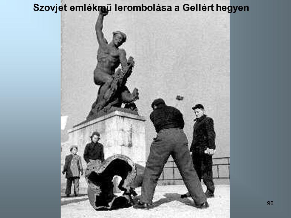 95 Szovjet emlékmü lerombolása a Vigadó-térnél