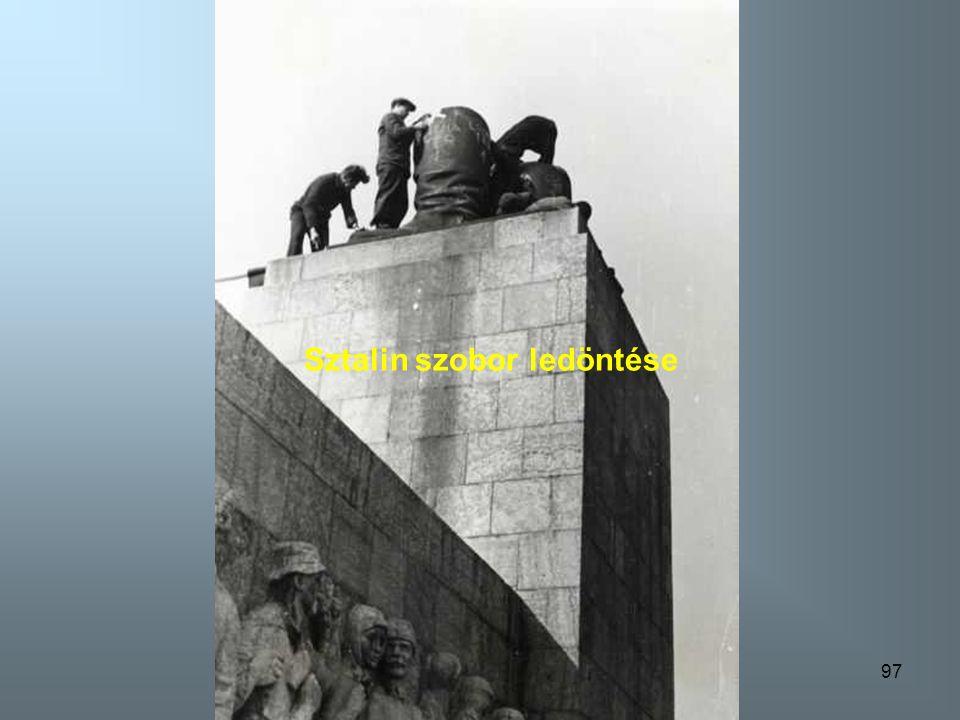 96 Szovjet emlékmü lerombolása a Gellért hegyen
