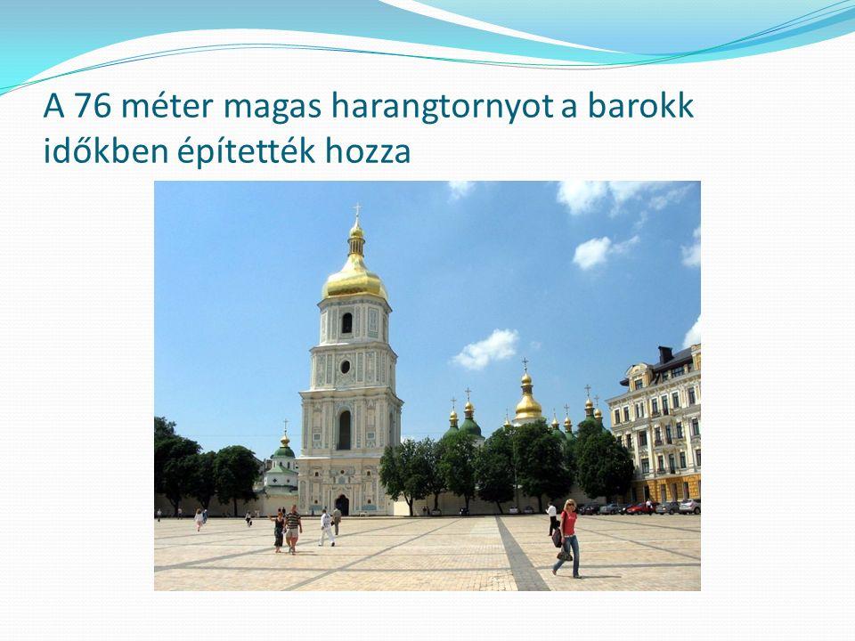 A 76 méter magas harangtornyot a barokk időkben építették hozza
